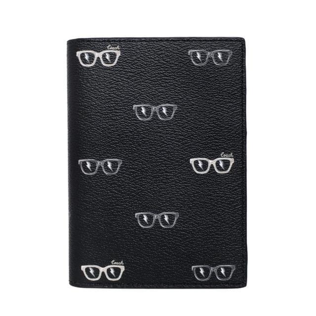 【COACH】PVC圖印護照夾(黑色眼鏡)