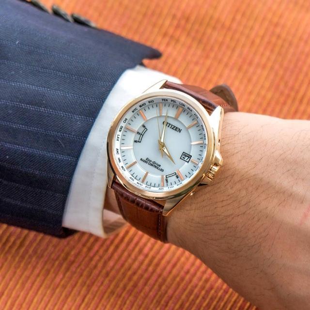 【CITIZEN 星辰】尊爵型男光動能電波真皮腕錶/紅棕x金框(CB0253-19A)