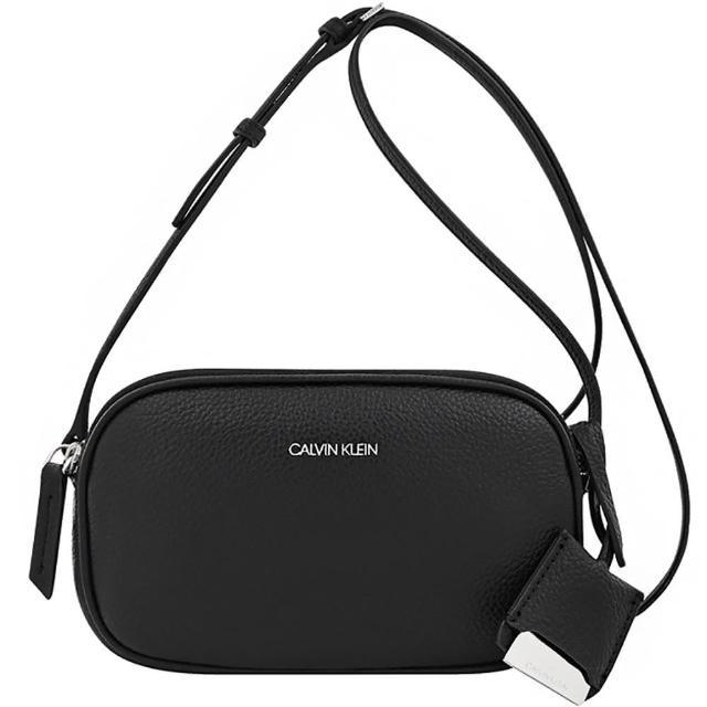 【Calvin Klein 凱文克萊】荔枝紋皮革雙層斜背包(黑色)