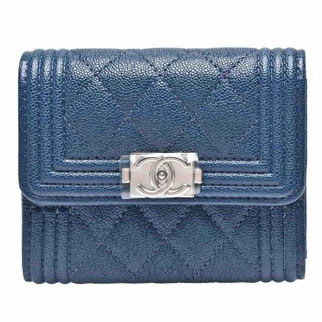 【CHANEL 香奈兒】BOY系列小香造型銀釦壓邊粒紋小牛皮三折短夾(迷你-孔雀藍81996C-Peacock blue-SS)